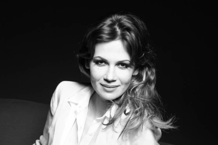 Julia Lemigova(1)