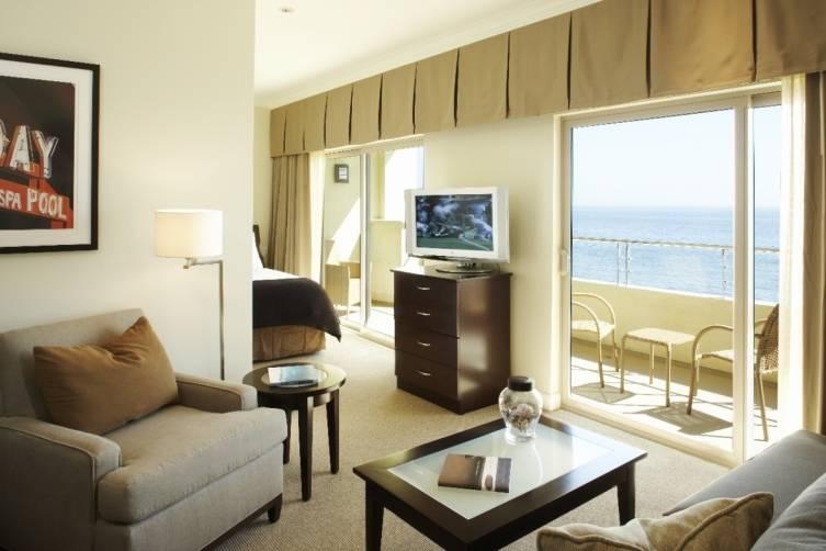 King Premium Ocean Front Room (1280x853)