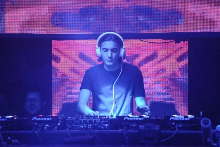 8.30 Alesso at Light 2