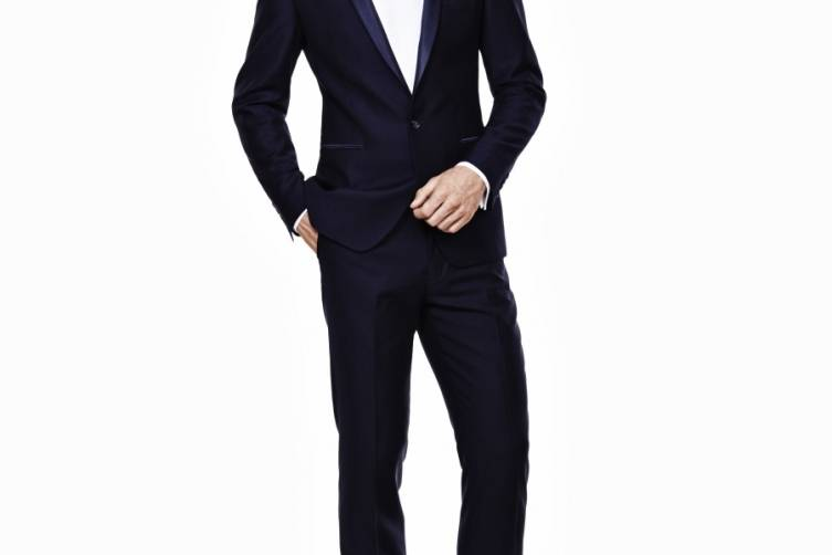 Ryan Seacrest Distinction Look 3