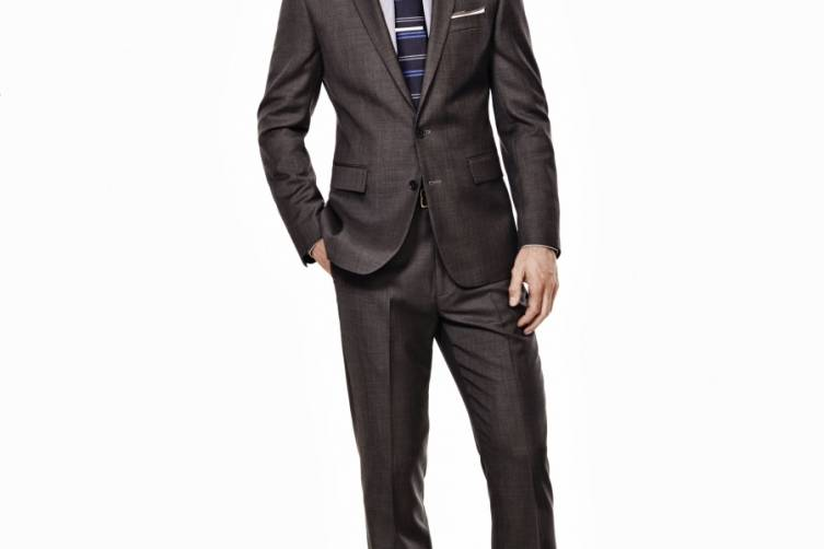 Ryan Seacrest Distinction Look 1