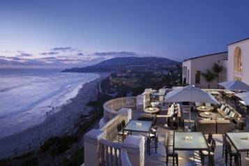 Outdoor-dining-at-Ritz-Carlton-Laguna-Niguel