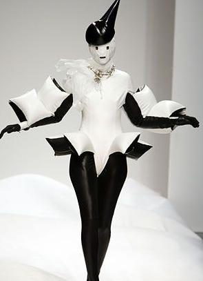 Gareth Pugh Set to Stun at New York Fashion Week (Image via Pinterest)