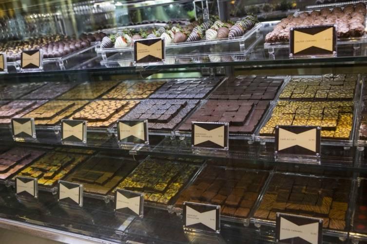 Chez Bon Bon Chocolate Case