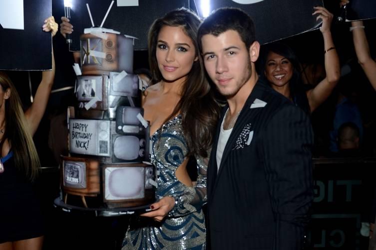 Nick Jonas and Olivia Culpo_Birthday Cake 2_Hakkasan LV Nightclub