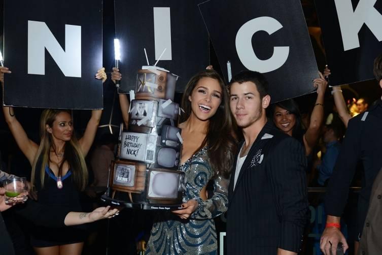 Nick Jonas and Olivia Culpo_Birthday Cake 3_Hakkasan LV Nightclub