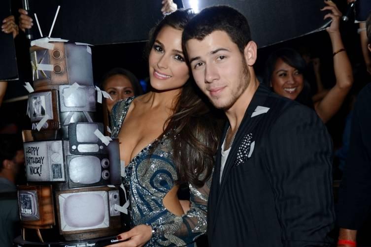 Nick Jonas and Olivia Culpo_Birthday Cake_Hakkasan LV Nightclub