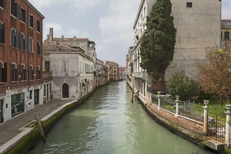Rio_di_Ca_Foscari_(Venice)_2