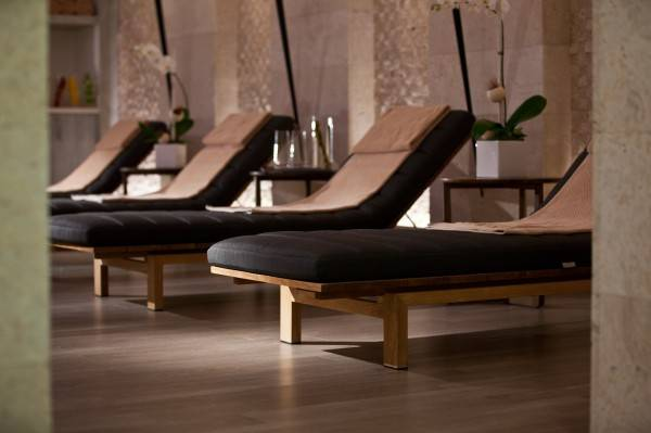 Therapy_Lounge_at ELLE Spa