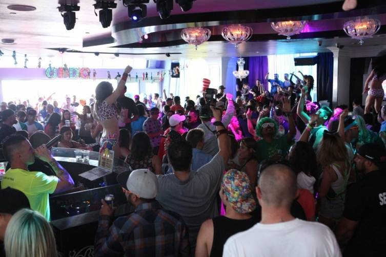 Ghostbar Dayclub atmosphere