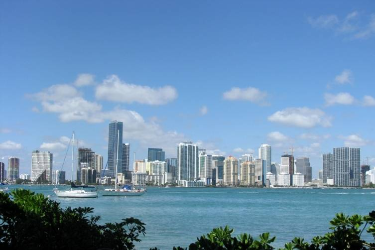 Miami_skyline_from_rusty_pelican_1