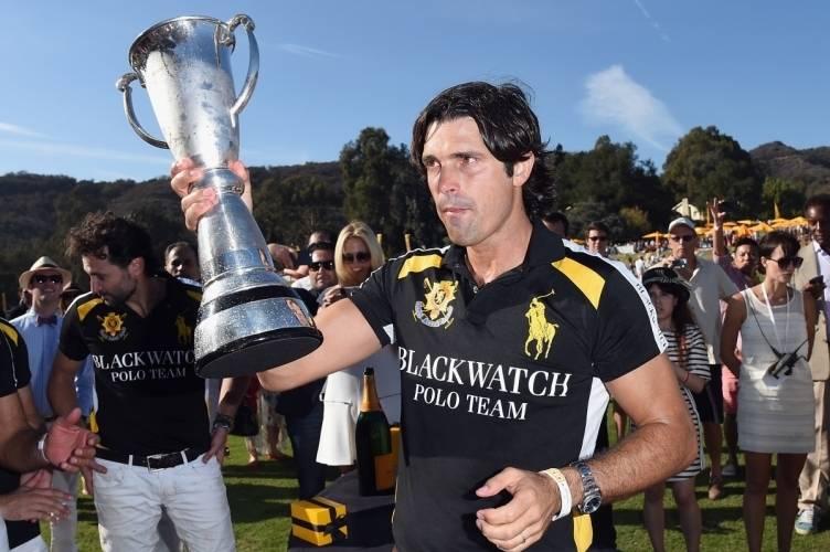 Nachos Figueras with trophy