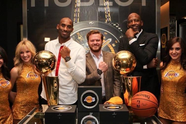 Kobe Bryant, Greg Simonian, James Worthy and Lakers girls