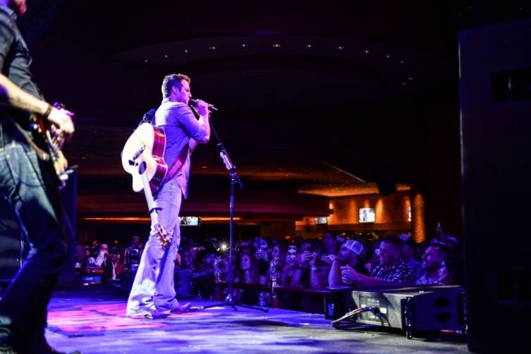 Easton Corbin performs at Rodeo Vegas at the Mirage. Photo: Al Powers/Powers Imagery