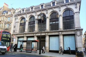 4-The-new-Dover-Street-store-Vogue-3Dec14-pr_b_646x430