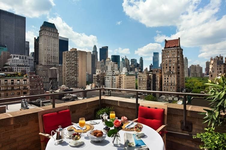 Hotel Plaza Athenee New York: Red Penthouse Balcony Terrace