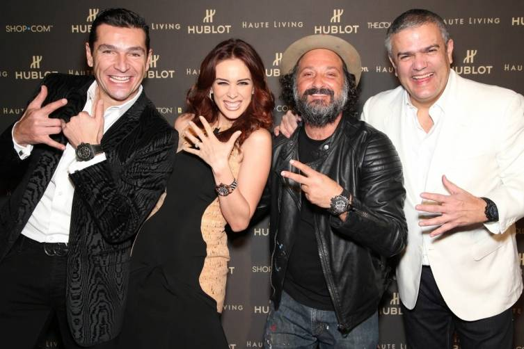 Guests with Mr. Brainwash and RIcardo Guadalupe at Haute Living event