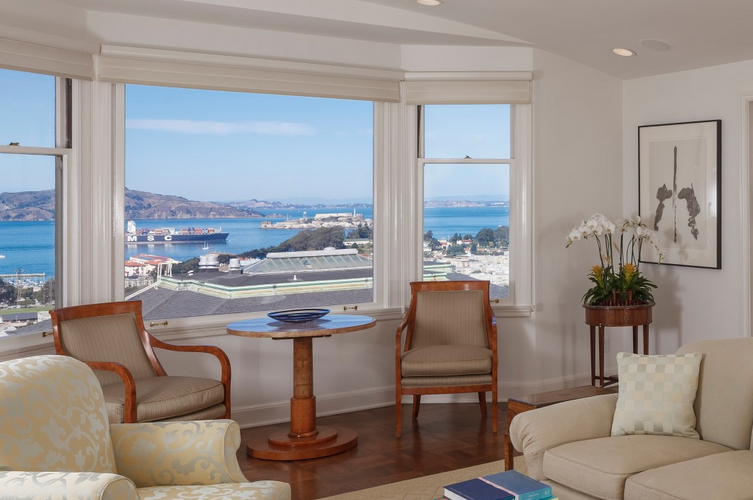 Sotheby's International Realty:Sophisticated Pacific Heights View Co-Op