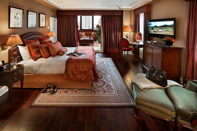 Hotel Plaza Athenee New York: Red Penthouse Bedroom