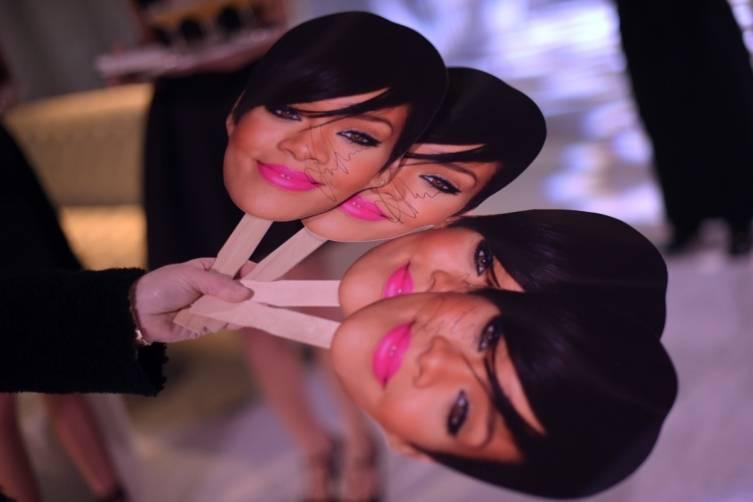 Rihanna pops