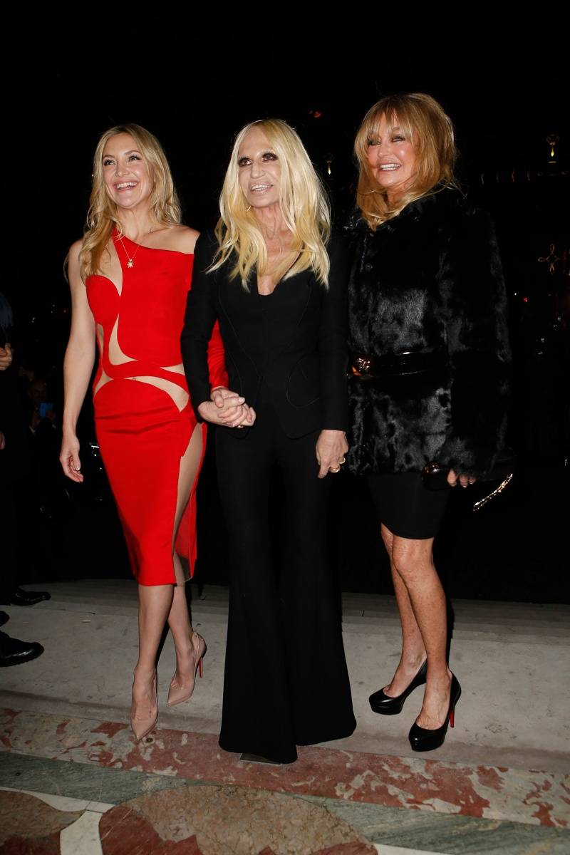Kate Hudson Goldie Hawn and Donatella Atelier Versace spring 2015