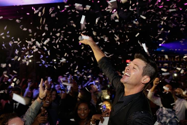 Foxtail_NYE_2015_Robin Thicke (2)