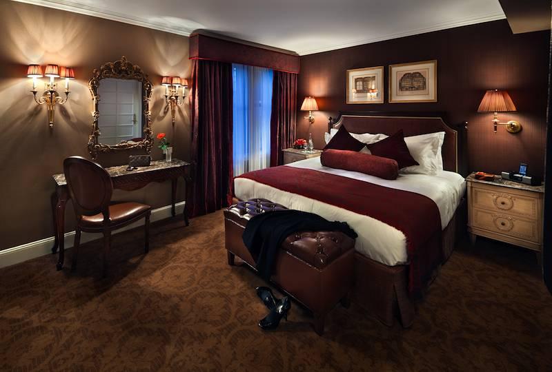 Hotel Plaza Athenee Deluxe Suite