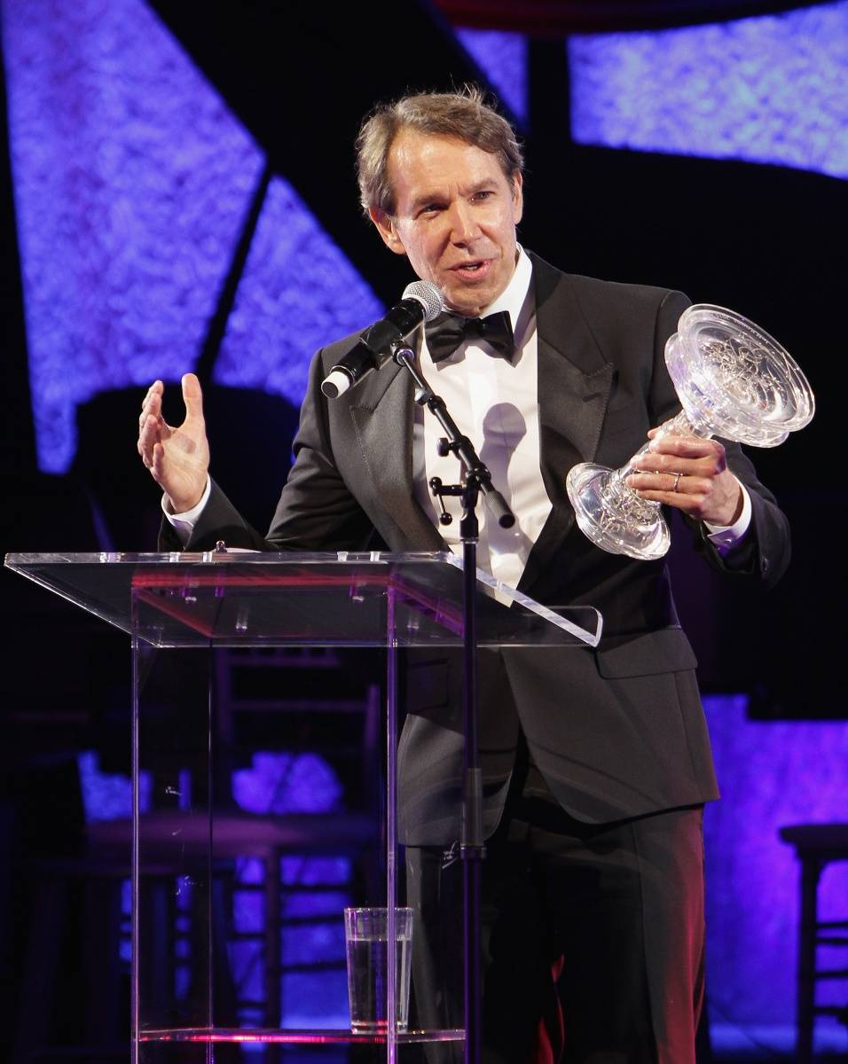 Jeff Koons Accepting Arison Award by Getty Images