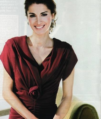 Queen Rania of Jordan wears her rose-cut band in UK Hello Sep 2010