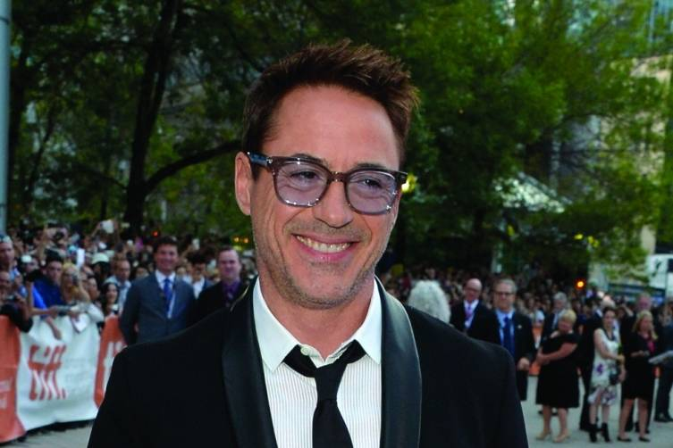 Robert_Downey_Jr_Jaeger-LeCoultre_Geophysic_watch_TIFF_2014_Wireimage.jpg_cmyk