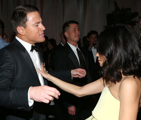 Channing and Jamie Dewan-Tatum cutting a rug at the Golden Globes. Image via Page 6.