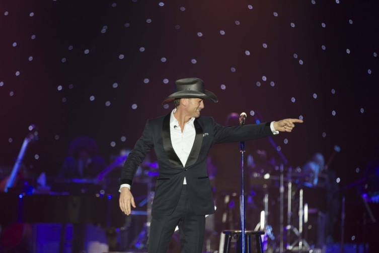 Tim McGraw performs