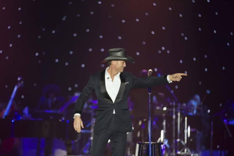 Tim McGraw performs