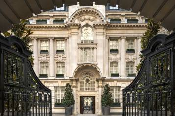 wpid-Rosewood-London_Entrance_Wrought-Iron-Gates-leading-to-Courtyard.jpg