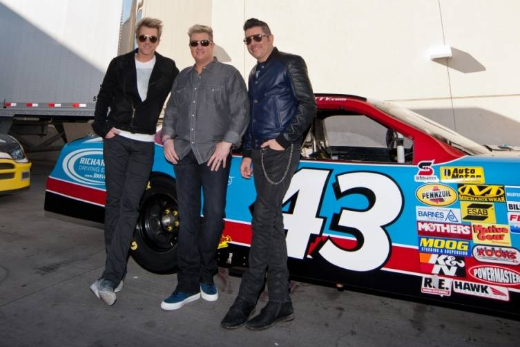 02.25.15_Rascal Flatts Pose with Richard Petty Driving Experience Race Car_Patrick Gray, Erik Kabik Photography