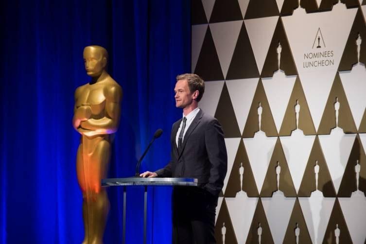 Host Neil Patrick Harris stands next to Oscar