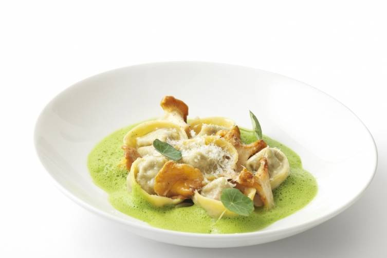 Chard and ricotta tortellini with girolles, parsley foam-Bonhams kitchen_0023