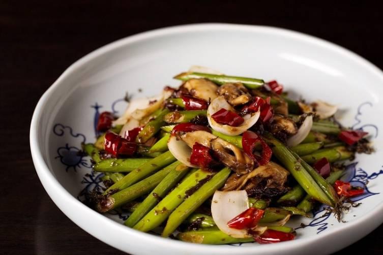 Stir-fry Lily bulb and garlic shoot