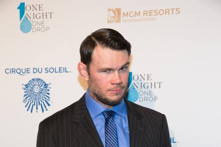 3_20_15_one_drop_Forrest Griffin_kabik-213