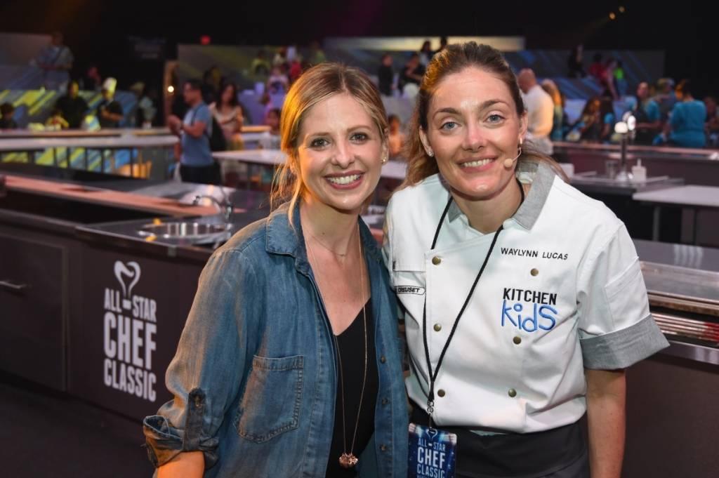 Sarah Michelle Gellar poses with Chef Waylynn Lucas at Kitchen Kids