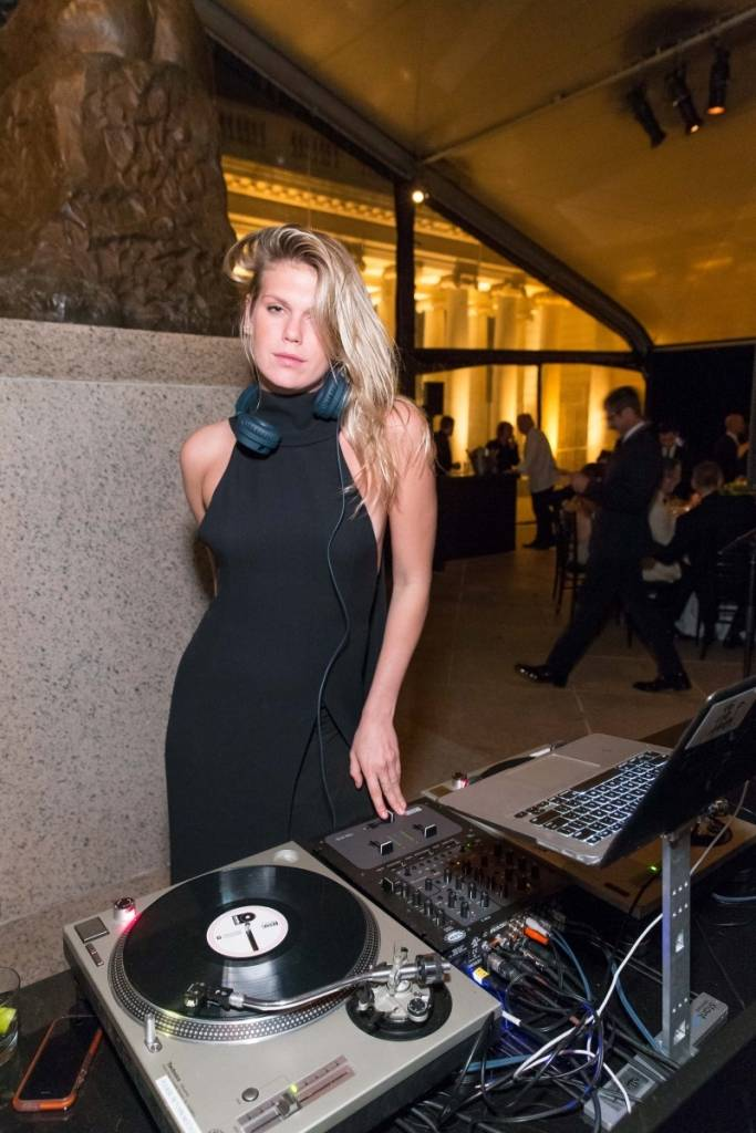 Alexandra Richards deejay