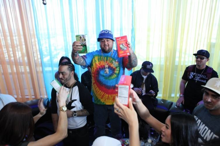 Chumlee proudly shows off girl scout cookies to GBDC crowd