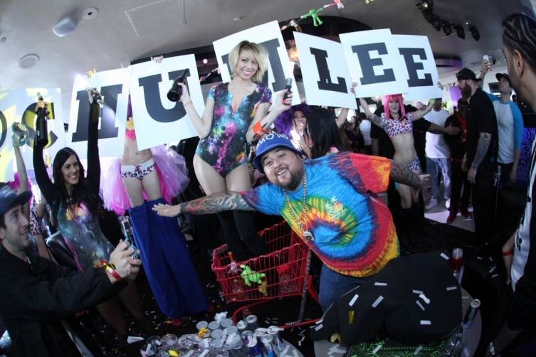 Chumlee receives warm welcome by beautiful GBDC go go dancers