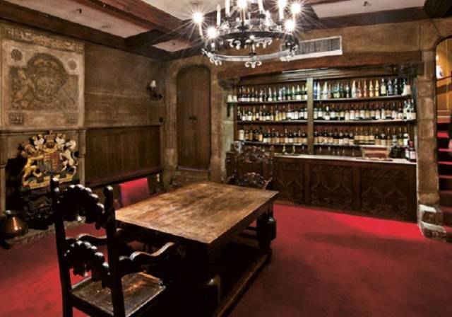 fortnum-mason-champagne-crypt