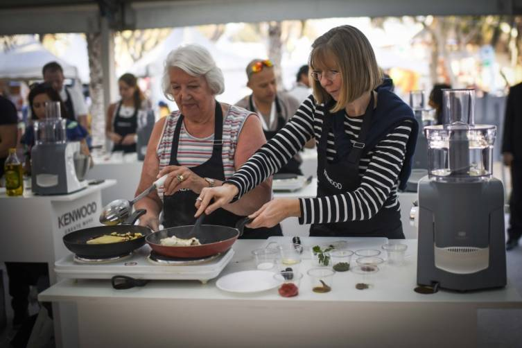 Food aficionados took part in the cookery school lead by celebrity chefs copy