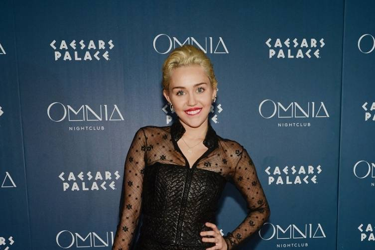Miley Cyrus_OMNIA Red Carpet 2