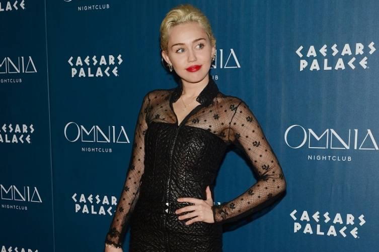 Miley Cyrus_OMNIA Red Carpet