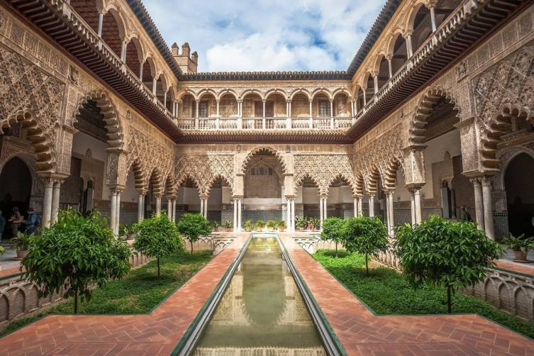 Seville_Patio-in-Royal-Alcazar-1940x1366