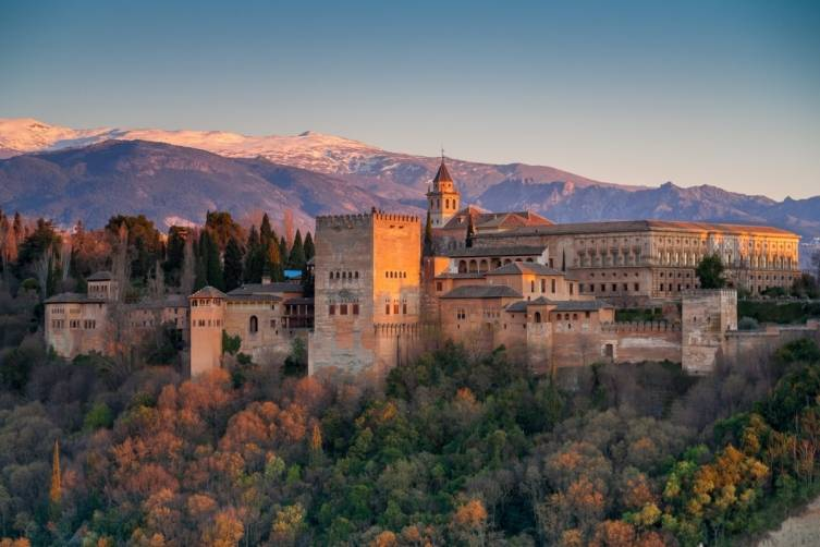Spain_Granada_Alhambra-at-sunset-1940x1293