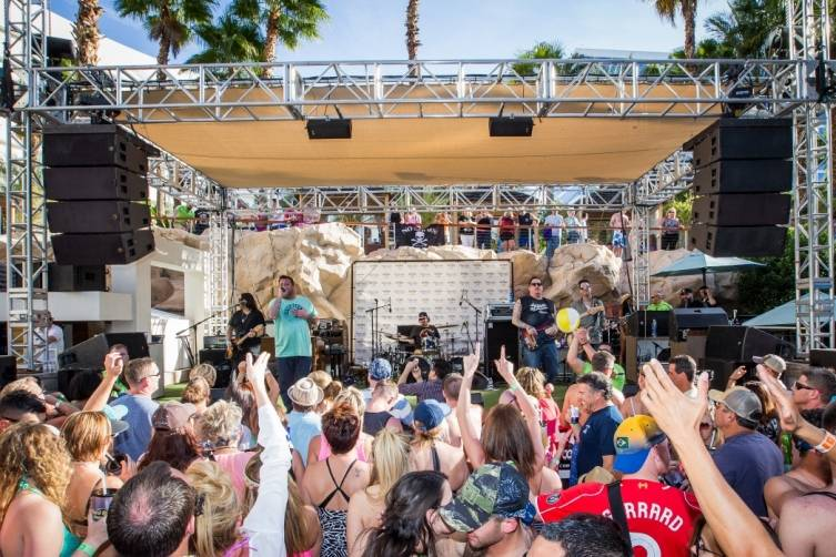 4.3.15_Crowd enjoys Uncle Kracker's set at Kenny Chesney Pre-Concert Pool Party Weekend_Photo Credit Erik Kabik (2)